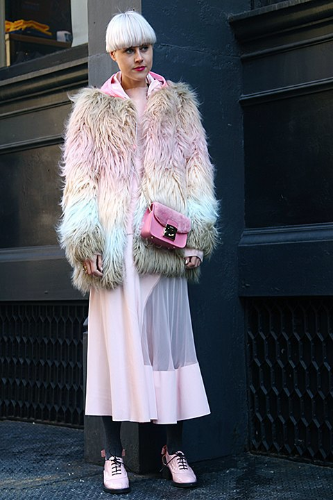 Стритстайл: Что носят на Нью-Йоркской неделе моды. Изображение № 8.