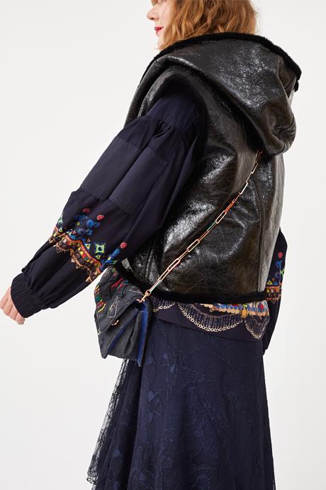 Основательница марки Little Pushkin Аня Дюжник о любимых нарядах. Изображение № 7.
