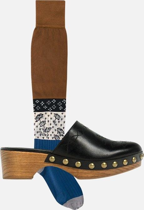 Как это носить:  Босоножки, клоги  и лодочки с носками. Изображение № 2.