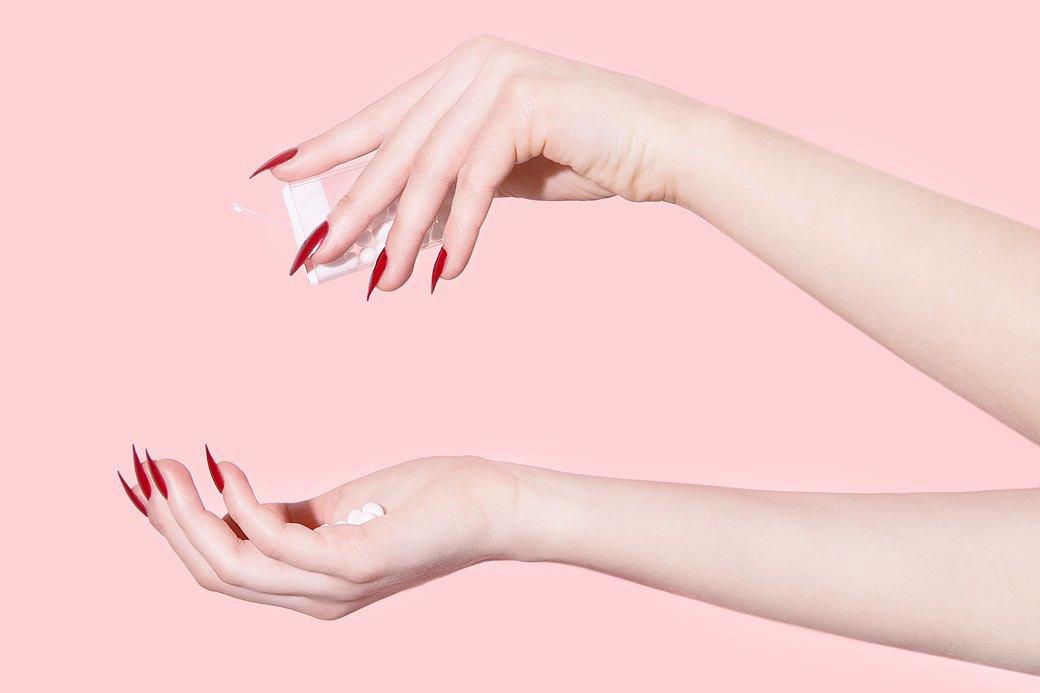 Редакция пытается жить с накладными ногтями. Изображение № 7.