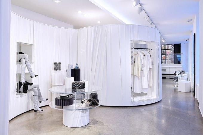 Chanel открыли временное пространство в Colette. Изображение № 8.