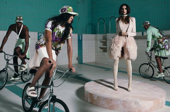 Ах, лето: Фэшн-съемки с велосипедами. Изображение № 1.