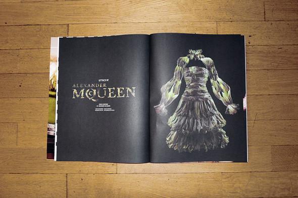 Фотография платья Alexander McQueen из листьев салат, фотограф Фульвио Бонавия, стилист Джованна Батталья. Изображение № 24.