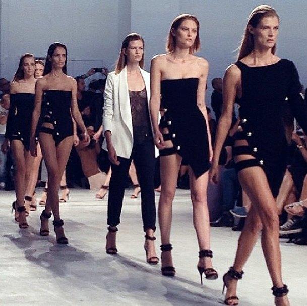 Главные показы  первого дня Paris Fashion Week. Изображение № 1.