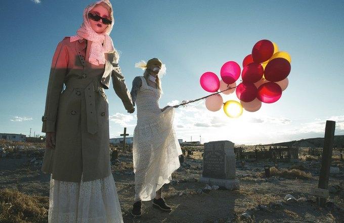 Stella McCartney выпустили фэшн-фильм с жутковатыми клоунами. Изображение № 6.