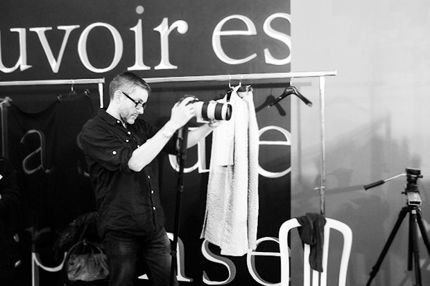 Бэкстейдж Gareth Pugh: Алые платья и «заплаканные» модели. Изображение № 31.