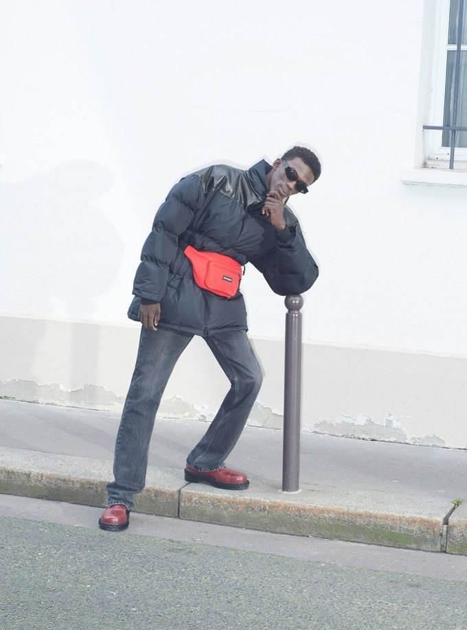 В новом лукбуке Balenciaga снялись обычные парижане. Изображение № 39.