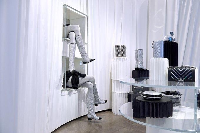 Chanel открыли временное пространство в Colette. Изображение № 2.