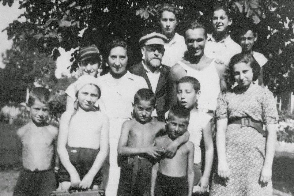 «Почувствовать себя человеком»: Истории женщин, которых не сломил Холокост. Изображение № 1.