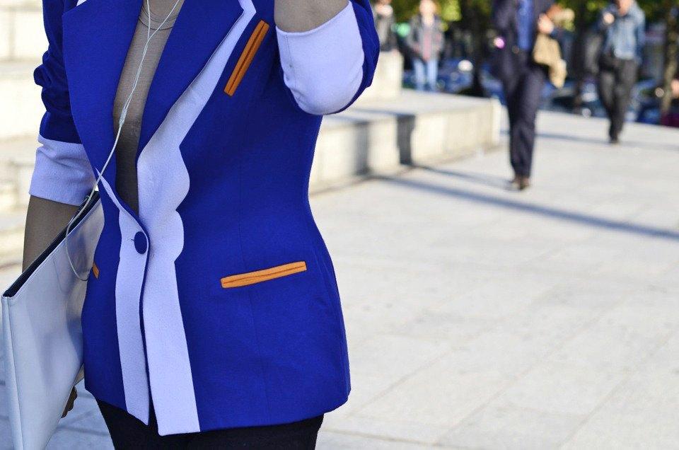 Девушка в бюстье на рубашку, японец в еще одном мохнатом свитере и другие гости PFW. Изображение № 11.