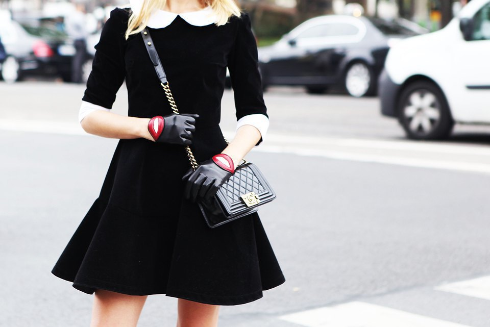 Пастельные цвета  и широкополые шляпы на гостях  Paris Fashion Week. Изображение № 13.
