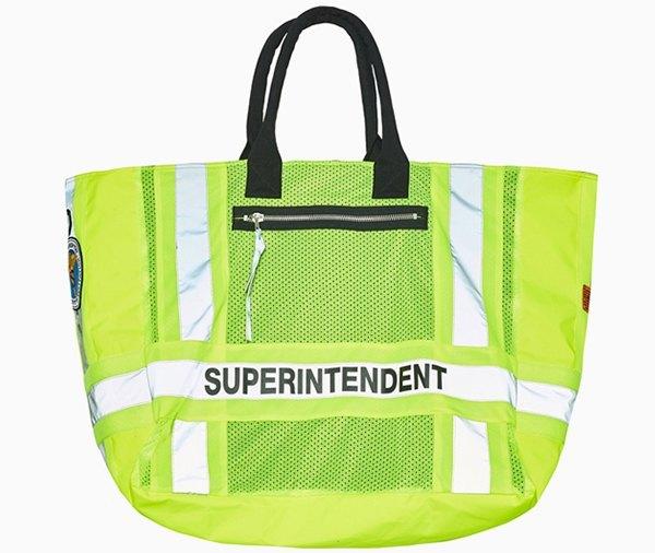 Ношу с собой: 10 сумок-шоперов от простых до роскошных. Изображение № 10.