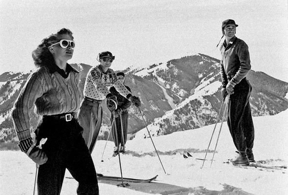 Форменный стиль: Лыжники, скейтеры, черлидерши и другие законодатели моды. Изображение № 46.