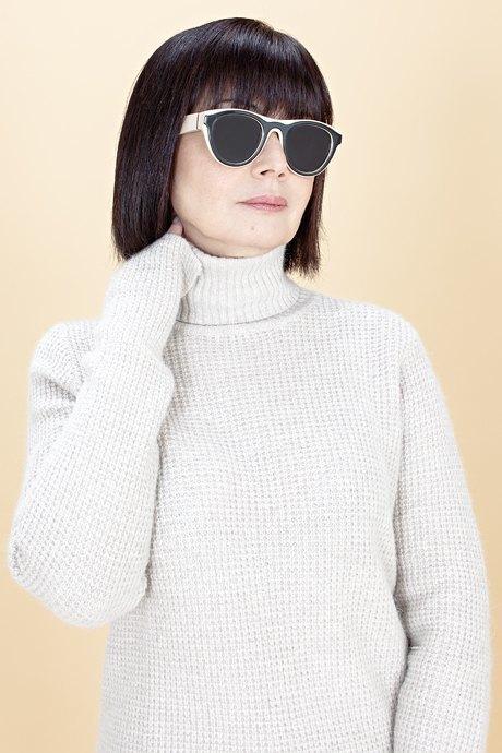 Женщины старше 50 примеряют модные образы. Изображение № 5.