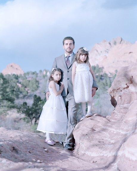«Бал невинности»:  Дочери дают обет верности отцам. Изображение № 5.