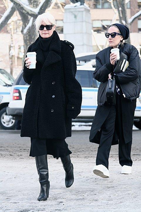 Стритстайл: Что носят на Нью-Йоркской неделе моды. Изображение № 11.