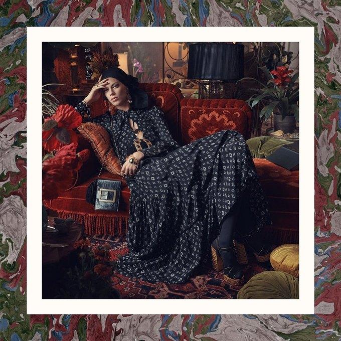 Много золота и красивые интерьеры в осенне-зимней кампании Zara. Изображение № 2.