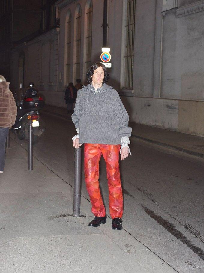 В новом лукбуке Balenciaga снялись обычные парижане. Изображение № 43.