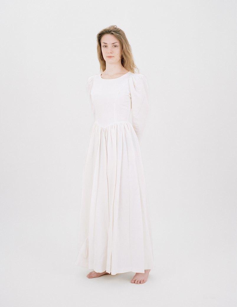 «The Line»: Девушки  в свадебных платьях  своих матерей. Изображение № 5.