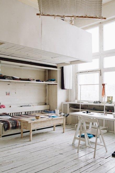 Дизайнер одежды Катя Яэмурд у себя в студии. Изображение № 3.