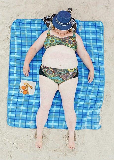 «Зона комфорта»:  Расслабленные люди на пляже. Изображение № 9.