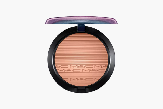 Сияющая пудра MAC Extra Dimension Bronzing Powder, $34. Изображение № 9.