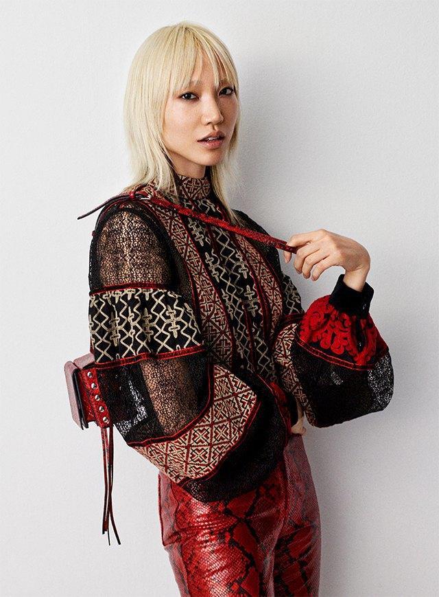 Плюс-сайз-модель Эшли Грэхэм стала лицом коллекции H&M Studio. Изображение № 8.