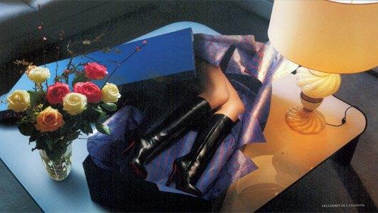 Женские ноги в подарочной упаковке — так выглядит лукбук Louboutin. Изображение № 5.