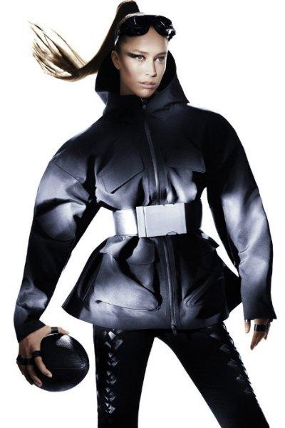 Вышла кампания Alexander Wang x H&M с «воинами спорта». Изображение № 1.