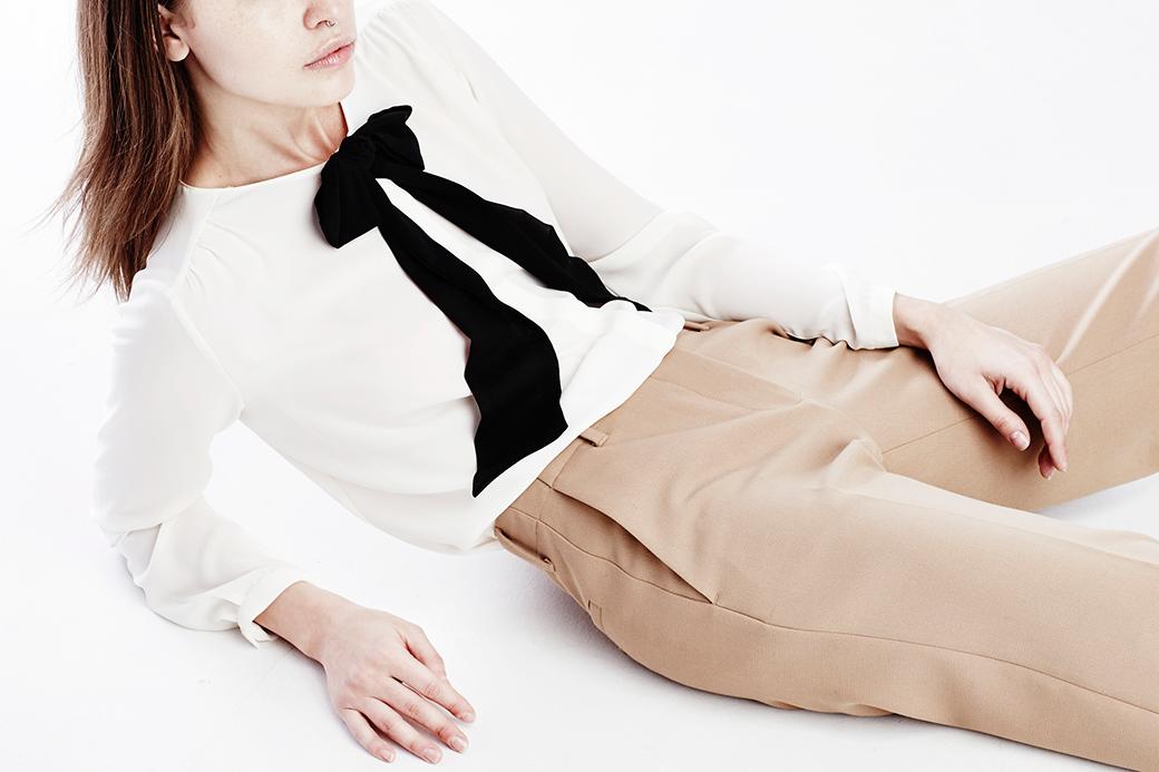 Что носить осенью:  7 женственных  блуз с бантом. Изображение № 7.