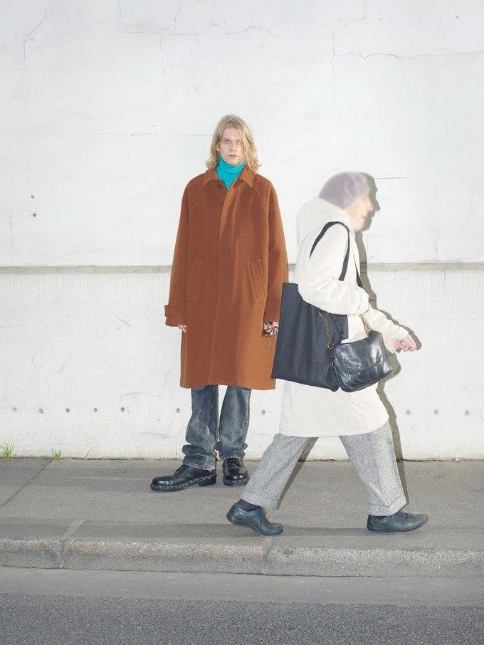 В новом лукбуке Balenciaga снялись обычные парижане. Изображение № 10.