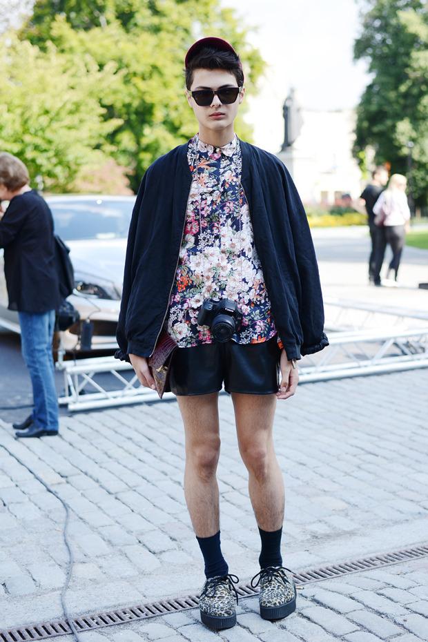 Парни в криперах и девушки в шортах на Неделе моды в Стокгольме . Изображение № 24.