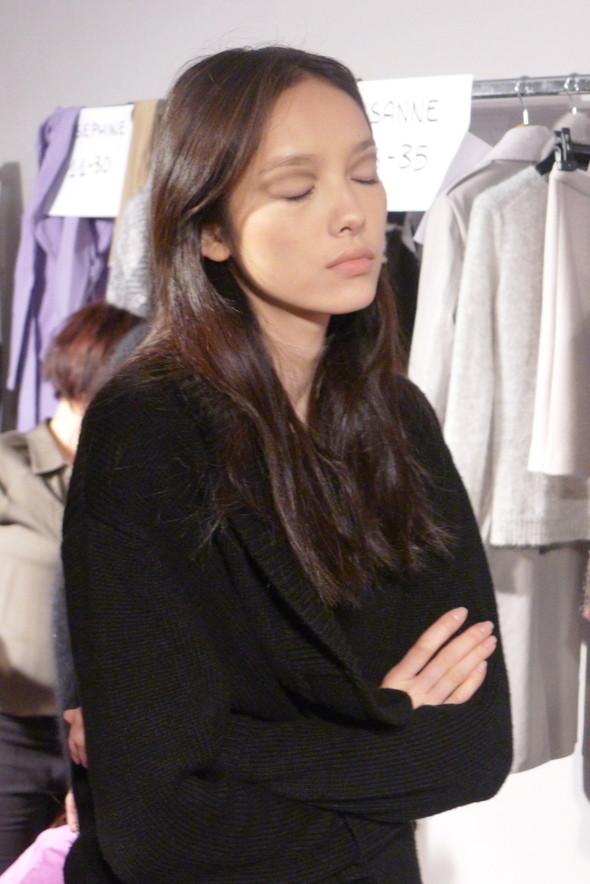 Milan Fashion Week: бэкстейдж показа Max Mara. Изображение № 9.