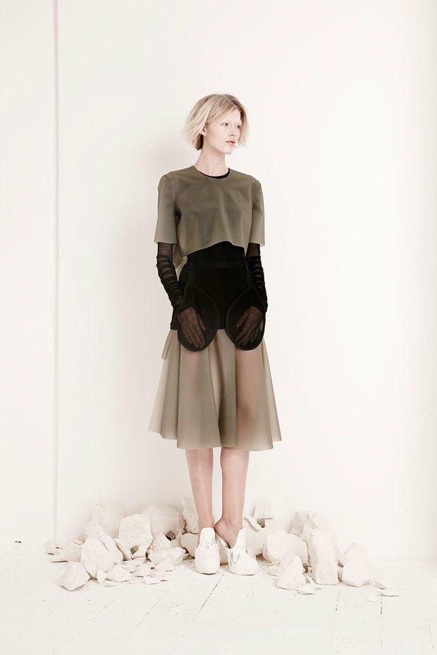 Phoebe English: Сдержанная одежда  в духе неоготики. Изображение № 4.