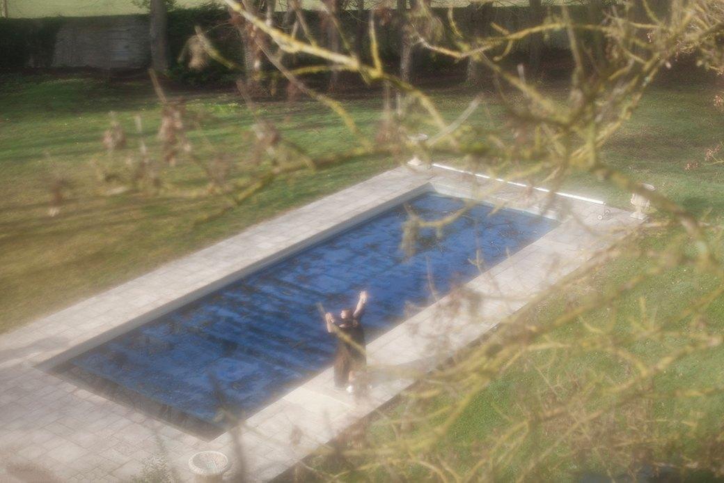 Прогулка в лесу и у бассейна в нежной кампании Cyrille Gassiline. Изображение № 11.