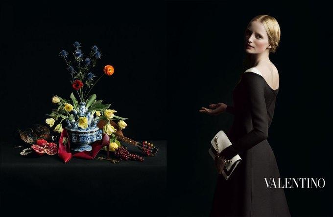 Valentino воссоздала фламандскую живопись для новой кампании. Изображение № 8.