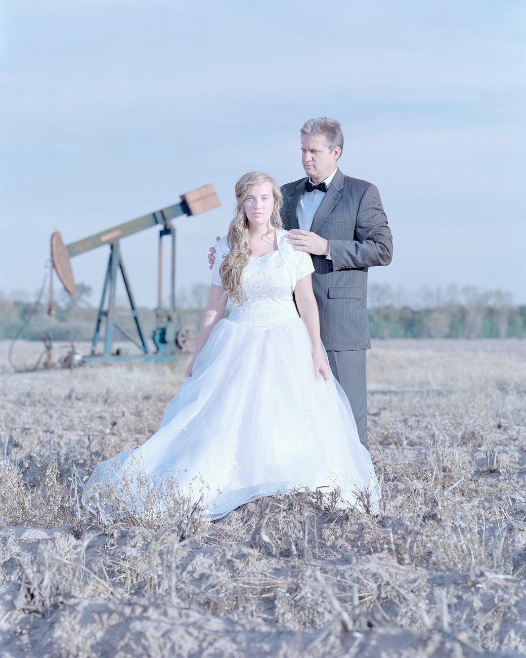 «Бал невинности»:  Дочери дают обет верности отцам. Изображение № 12.