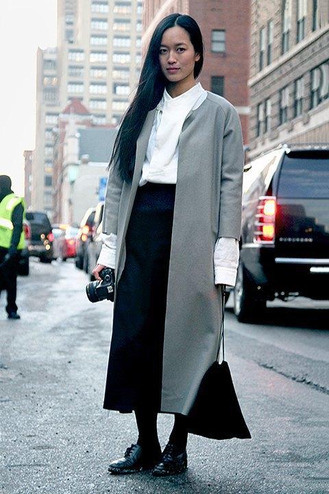 Стритстайл: Что носят на Нью-Йоркской неделе моды. Изображение № 27.