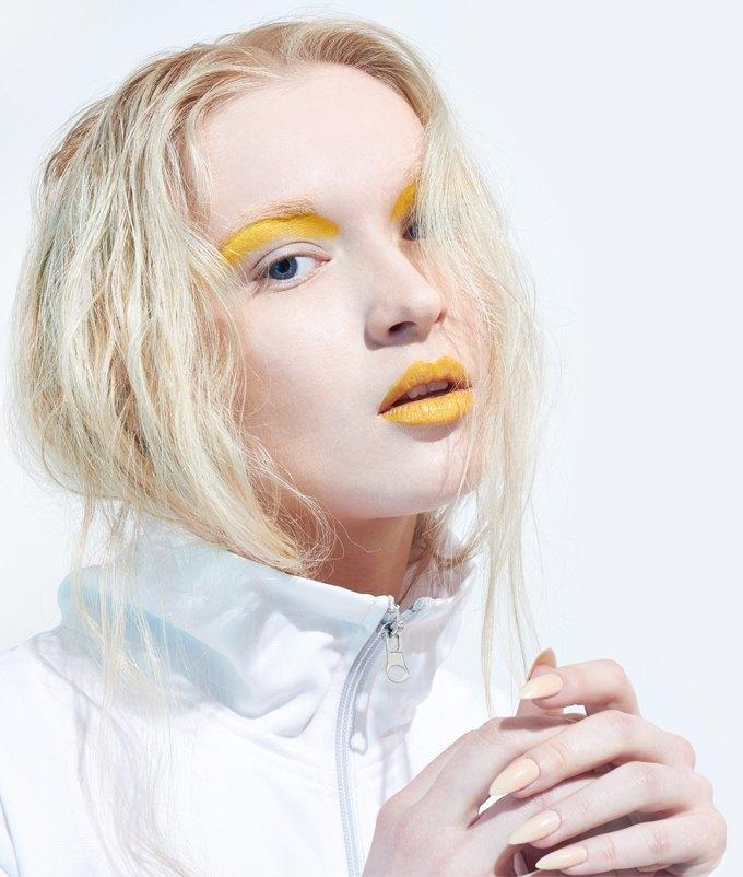 Как носить яркие тени: 6 вариантов макияжа. Изображение № 4.