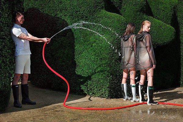 Вышла рекламная кампания Hunter в стиле «сегодня мы будем поливать кусты». Изображение № 2.