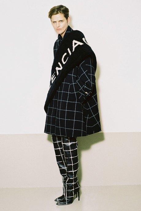 С чем носить объёмное пальто: 10 модных образов. Изображение № 2.