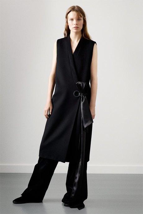 С чем носить широкие брюки: 6 актуальных вариантов. Изображение № 5.