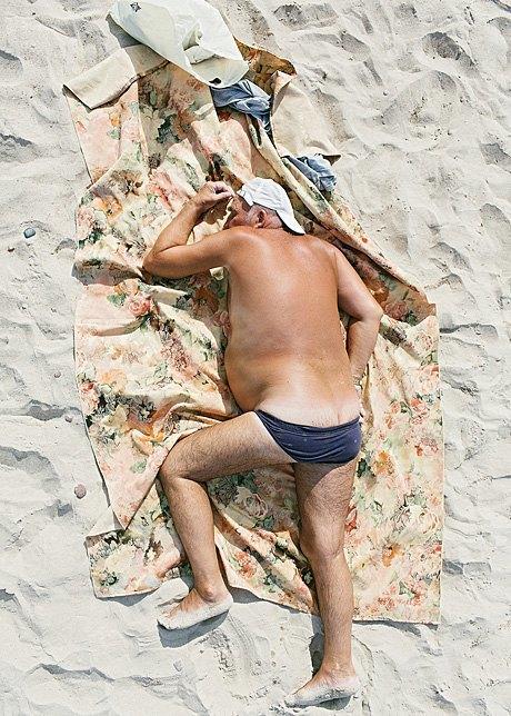 «Зона комфорта»:  Расслабленные люди на пляже. Изображение № 11.
