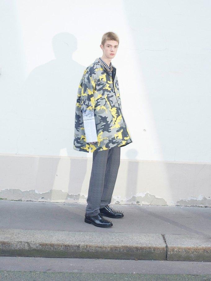 В новом лукбуке Balenciaga снялись обычные парижане. Изображение № 6.