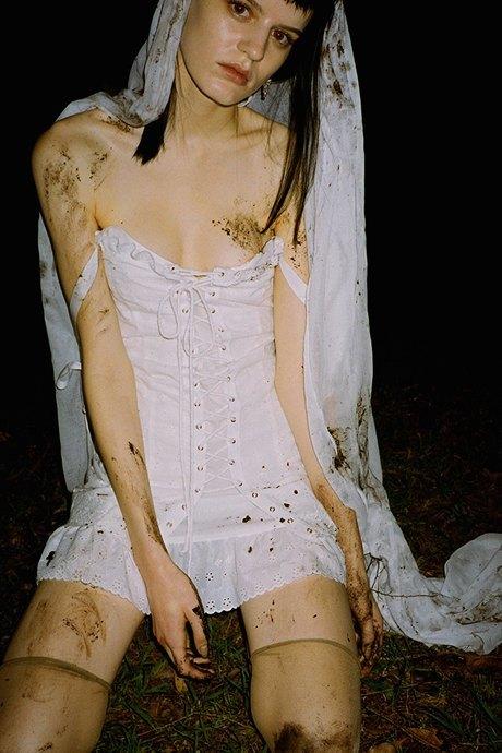 Daisy: Романтичные платья, прозрачные боди и кепки из Австралии. Изображение № 3.