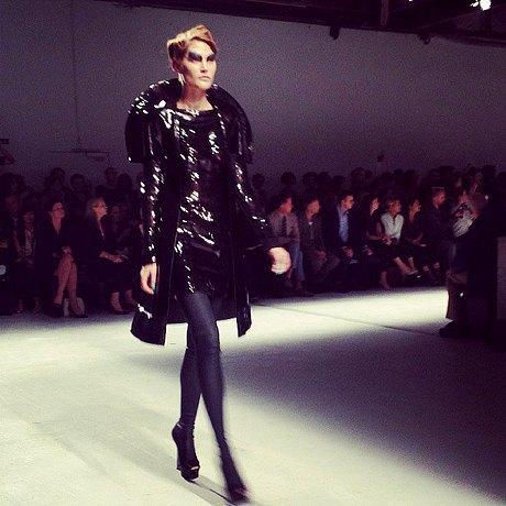 Главные показы  второго дня  Paris Fashion Week. Изображение № 6.
