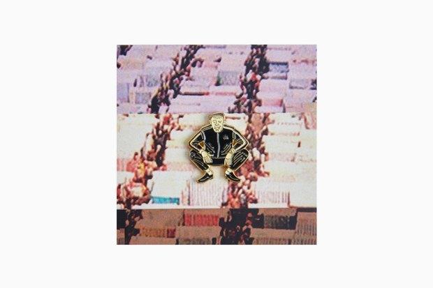 Лихие 90-е: Пейджер, семечки и другие новые значки Heart of Moscow. Изображение № 3.