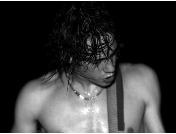 Эди Слиман снимает и концерты. На фотографии – выступление группы Razolight. Изображение № 36.