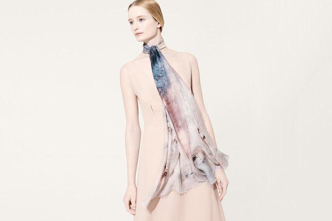 Цветы и леопард в коллекции шелковых платков Valentino. Изображение № 6.