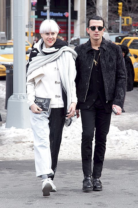 Стритстайл: Что носят на Нью-Йоркской неделе моды. Изображение № 16.